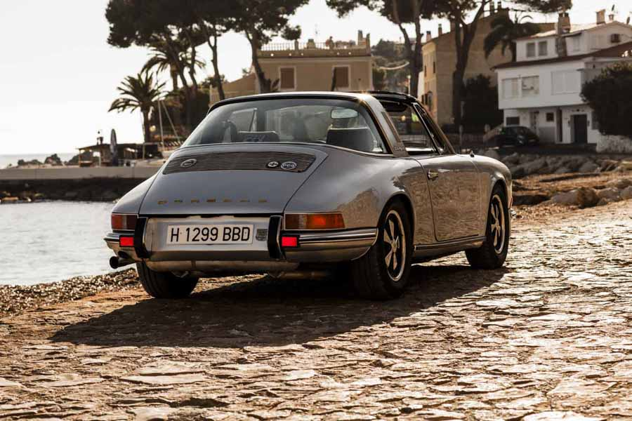 porsche-911-photo-next-to-sea